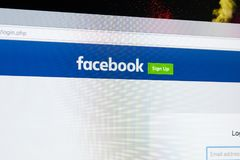 Facebook主页,一最大的社会网络网站 facebook.com主页 在苹果计算机iMac显示器屏幕上的com 免版税库存图片