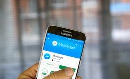 Facebook信使在三星S7的机器人app 免版税库存照片