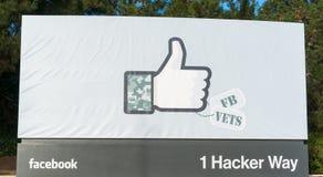 Facebook公司的入口标志在公司办公室在加利福尼亚 免版税库存图片