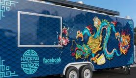 Facebook公司的食物卡车在公司办公室在加利福尼亚 库存照片