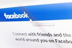 Facebook在显示器屏幕上的商标主页 库存图片