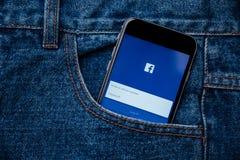 Facebook är online-social nätverkandeservice som grundas av Mark Zuckerberg Royaltyfri Bild