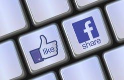 Facebook-aandeel en zoals pictogrammen op computertoetsenbord Stock Afbeelding