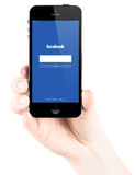Facebook-Anmeldungsseite auf Apple-iPhone 5s Schirm Lizenzfreies Stockbild