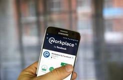 Facebook app androide en Samsung S7 Fotografía de archivo libre de regalías