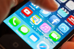 Facebook App su un iPhone 4s di Apple Immagine Stock