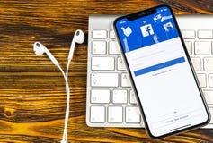 Facebook applikationsymbol på närbild för skärm för smartphone för Apple iPhone X Facebook app symbol Social massmediasymbol bild Fotografering för Bildbyråer
