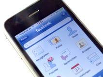 Facebook.com em um iPhone Fotos de Stock