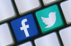 Facebook en de sociale Knopen van Twitter op computertoetsenborden Stock Fotografie