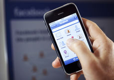 Facebook $$etAPP sur l'iPhone d'Apple Images stock