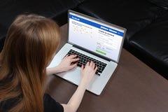 Facebook firma para arriba Imágenes de archivo libres de regalías