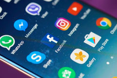 Facebook-Ikone auf mobilem Schirm Lizenzfreies Stockfoto