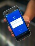 Facebook-Konto zugeschlossen Bitten um Identitätsbestätigung Lizenzfreie Stockbilder