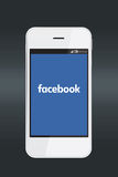 Facebook-Logo auf Smartphoneschirm Lizenzfreies Stockbild