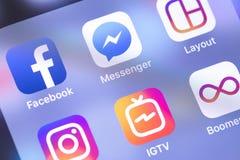 Facebook, mensageiro, ícones dos apps de Instagram no smartpho da tela fotografia de stock royalty free