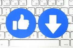 Facebook som och ny Downvote knapp av det Empathetic Emoji reaktionstangentbordet royaltyfri illustrationer