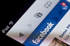 Facebook sul iPad del Apple Immagine Stock