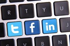 Facebook Twitter och Linkedin tangentbord arkivbilder
