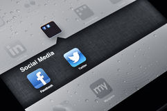 Facebook und Twitter-Anwendungen auf Ipad Lizenzfreie Stockfotografie