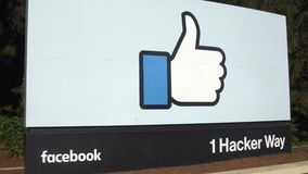 Facebook undertecknar f?retags h?gkvarter in Silicon Valley arkivfilmer