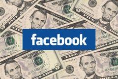 Facebook y dinero del efectivo Fotos de archivo