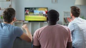 Faceci aktywnie rozwesela futbol amerykański drużyny, miłość dla sporta, czas wolny w domu zdjęcie wideo