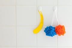 Facecloths e mattonelle della stanza da bagno fotografia stock libera da diritti