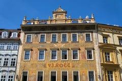 Facede colorido bonito de Mikolas Ales em V velho J Rott que constrói desde 1890 no namesti masculino perto da praça da cidade ve fotos de stock royalty free