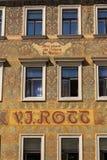 Facede colorido bonito de Mikolas Ales em V velho J Rott que constrói desde 1890 no namesti masculino perto da praça da cidade ve foto de stock