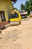 Facendo e costruendo una nuova strada asfaltata Fotografia Stock