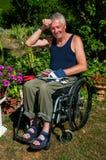 Facendo il giardinaggio in sedia a rotelle Immagini Stock Libere da Diritti