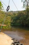 Facendo scorrere lo zip allini in un parco di avventura, Tailandia Fotografie Stock Libere da Diritti