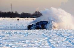 Facendo scorrere su una riga del ghiaccio Fotografie Stock