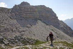 Facendo un'escursione alle alpi albanesi Fotografia Stock Libera da Diritti