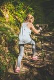 Facendo un'escursione 6 anni della ragazza Immagini Stock Libere da Diritti