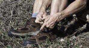 Facendo un'escursione gli stivali e traccia pronti Fotografia Stock Libera da Diritti