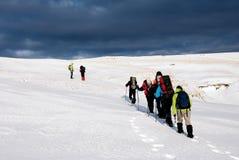 Facendo un'escursione in inverno Immagine Stock Libera da Diritti