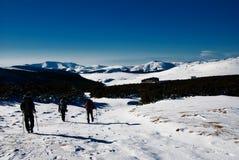 Facendo un'escursione in inverno Immagini Stock