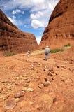 Facendo un'escursione in Kata Tjuta Fotografie Stock Libere da Diritti