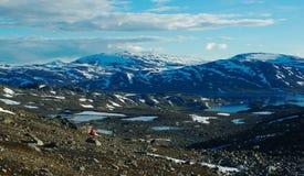Facendo un'escursione lungo il Nordkalottleden immagini stock libere da diritti