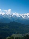 Facendo un'escursione in montagna Fotografia Stock