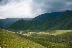 Facendo un'escursione in montagne Fotografie Stock