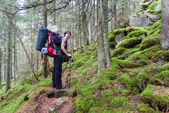 Facendo un'escursione in montagne Immagini Stock Libere da Diritti