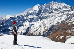 Facendo un'escursione in montagne dell'Himalaya Fotografia Stock