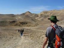 Facendo un'escursione nel deserto di Judean Fotografia Stock Libera da Diritti