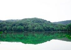 Facendo un'escursione nel lago Fotografie Stock