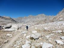 Facendo un'escursione nel parco nazionale di re Canyon fotografia stock libera da diritti