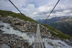 Facendo un'escursione nell'alpe Fotografia Stock Libera da Diritti