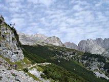 Facendo un'escursione nella montagna-catena \ Kaiser più selvaggio \ Fotografia Stock Libera da Diritti