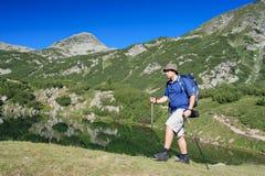 Facendo un'escursione nella sosta nazionale Pirin Fotografia Stock